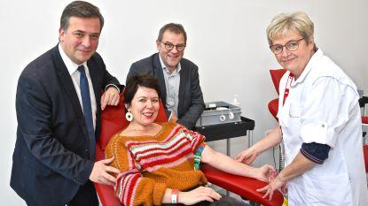 Medewerkers stad en OCMW geven het goede voorbeeld en doneren massaal bloed