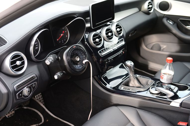 Archieffoto: Uit deze Mercedes werd de airbag en het stuur gestolen.