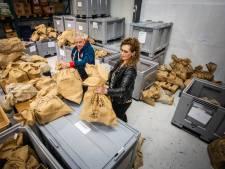 Voedselbank vult 126 zakken met sinterklaascadeautjes
