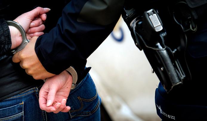 Drie verdachten aangehouden bij doorzoekingen Oss en Oijen