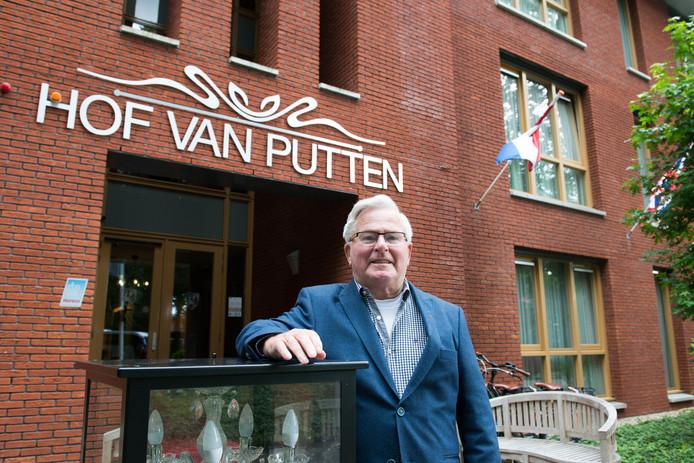 Okke van der Wal in 2015 voor zijn Hof van Putten toen hij bij de gemeente aangaf wel vluchtelingen te willen opvangen.