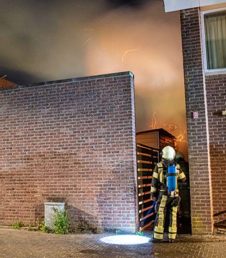 Buurt schrikt wakker door brand in schuur IJsselstein