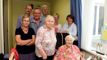 Feest en een stukje taart voor Marie die 103 jaar werd