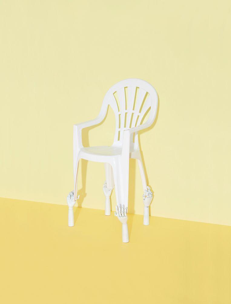 Verrassend De witte plastic tuinstoel is design, zweetbillen inbegrepen   De EO-76