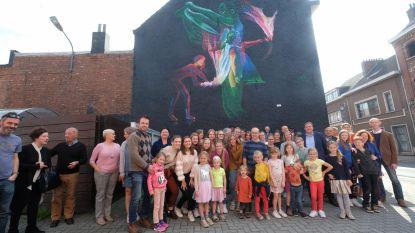 Veertigjarige dansgroep schenkt graffitimuur aan gemeenschap