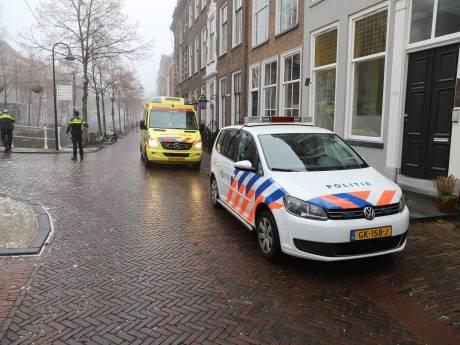 Vrouw zwaargewond na val op Oude Delft
