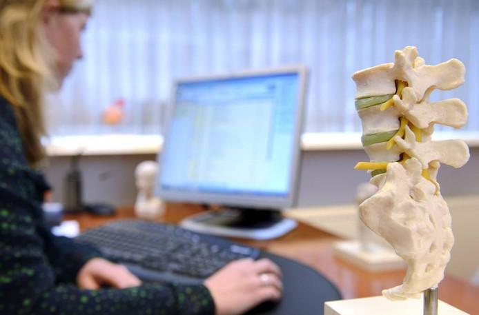 Het elektronisch patiëntendossier levert veel tijdwinst op voor medici. Maar de invoering ervan in Brabantse ziekenhuizen is helemaal mis gegaan.