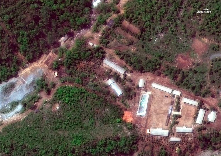 Het Noord-Koreaanse nucleaire testcentrum Punggye-ri. Pyongyang heeft beloofd, als blijk van goede wil, om het te vernietigen. Dit moet in de komende dagen gebeuren. Noord-Korea heeft woensdag buitenlandse journalisten naar het gebied overgebracht om getuige te zijn van de vernietiging.   Beeld AP