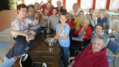 Kindjes Brieltuin en rusthuisbewoners bakken samen wafels