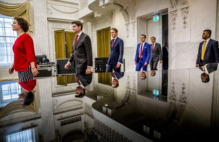 De leden van de ondervragingscommissie fiscale constructies: Renske Leijten (SP), Jan Paternotte (D66), Henk Nijboer (PvdA), Tom van der Lee (GroenLinks) en Eppo Bruins (Christenunie) tijdens de presentatie van hun rapport.  Beeld ANP