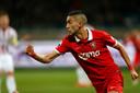 Hakim Ziyech juicht na een goal voor FC Twente tegen Willem II.