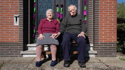 """Gusta (91) en Fil (93) vieren 70ste huwelijksverjaardag noodgedwongen in hun kot: """"Uitnodigingen waren al verstuurd"""""""