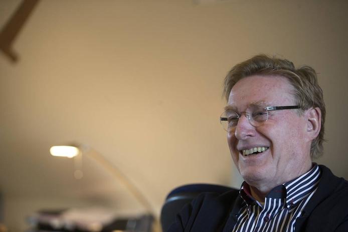 Johan Esendam: zestien AED's bij. Foto's Theo Kock