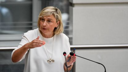 """Onderwijsminister pareert kritiek: """"Calimerogedrag"""""""