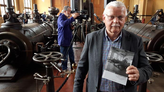 Oisterwijker Jan van Leest schreef het boek 'Van stoom naar stroom'.