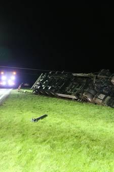 N36 tussen Westerhaar en Vriezenveen dicht: gekantelde vrachtwagen geruimd