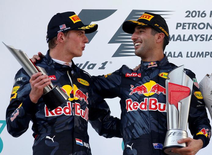 Daniel Ricciardo en Max Verstappen vieren hun podiumplaatsen na de Grand Prix van Maleisië.