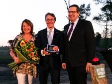 Provinciepenning voor Dirk Lips bij opening Safari Resort Beekse Bergen
