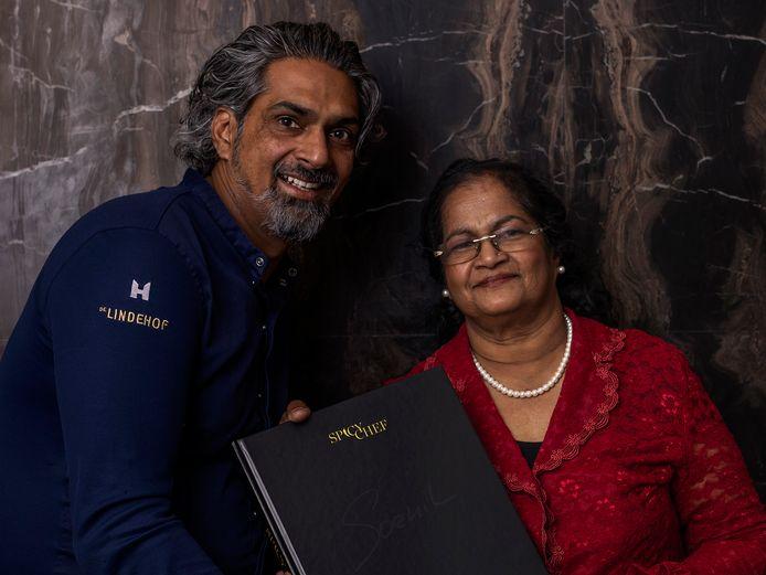 Soenil Bahadoer en zijn moeder