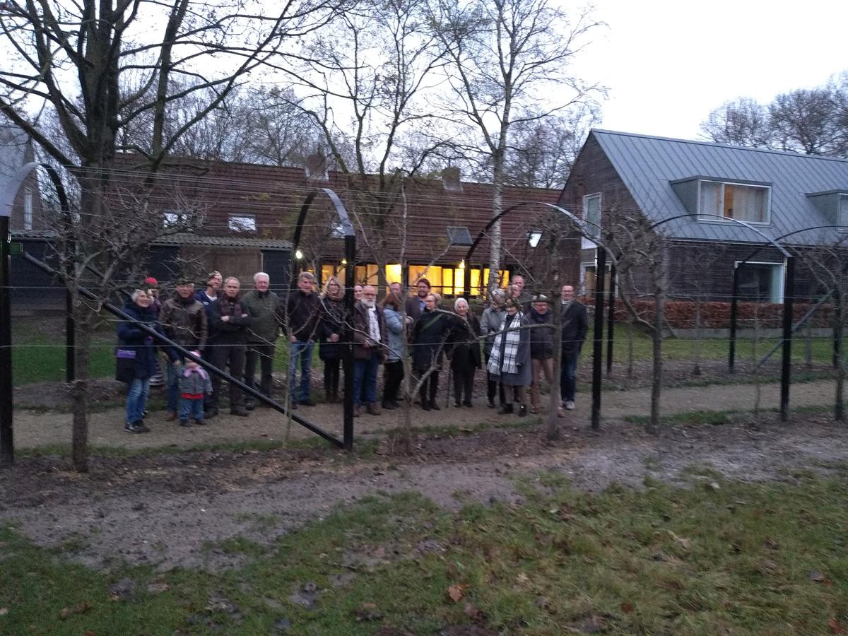 Officiële opening van de berceau met kale perenbomen op het terrein van de Tongerlose Hoef.
