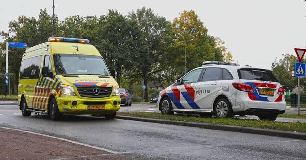 Fietser gewond naar het ziekenhuis na botsing in Oss.