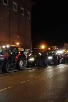 Boeren rijden dwars door Woerden, zo zag dat eruit