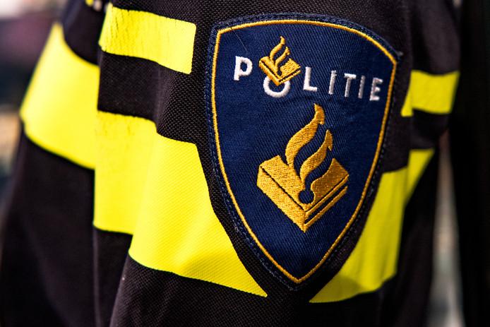 De politie is een buurtonderzoek gestart en roept getuigen op om zich te melden.