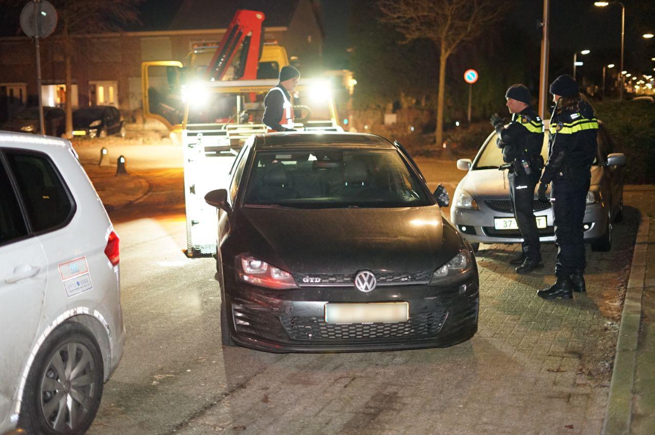 De in beslag genomen auto van de vermeende loverboy.