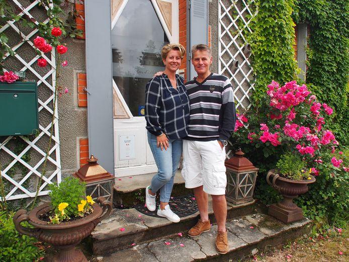 Ik Vertrek-deelnemers Cora en Michael voor hun Franse chambre d'hôtes in de Auvergne. Al drie maanden komen er geen gasten.