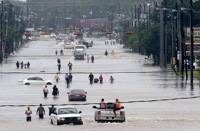 Overstromingen als extra krachtige orkanen door klimaatverandering? Dit jaar liep de Amerikaanse stad Houston onder.