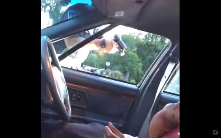 Een politieman schiet in Minnesota op de 32-jarige Philando Castile. Hij moest stoppen vanwege een defect achterlicht. Beeld null