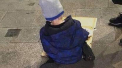 Hartverscheurende foto van dakloze kleuter (5) die koude spaghetti eet gaat hele wereld over