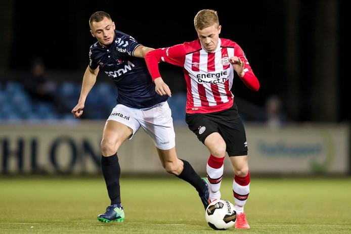 Dante Rigo (rechts) was vrijdagavond trefzeker voor Jong PSV.