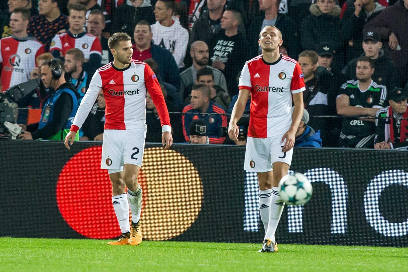 Bart Nieuwkoop (l) en Sven van Beek balen na een tegendoelpunt in de thuiswedstrijd tegen Sjachtar Donetsk. Beiden zijn inmiddels weer fit