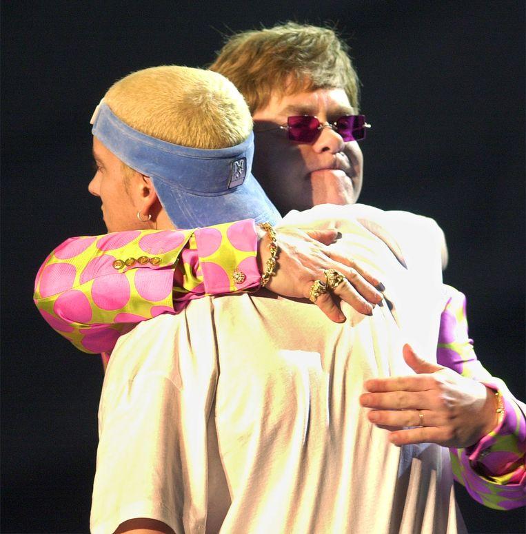 Elton John en Eminem tijdens de grammy's in 2001