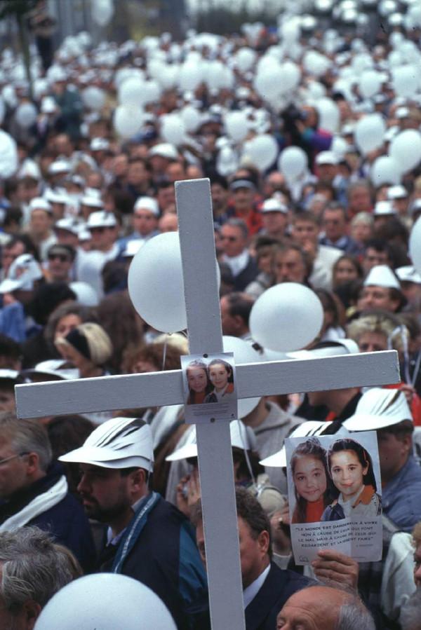 De witte mars in 1996. 'Sindsdien is er al veel verbeterd bij de communicatie tussen veiligheidsdiensten.'