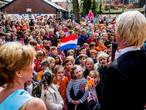 Stickerboek voor koningsdag uitgedeeld op basisscholen Tilburg