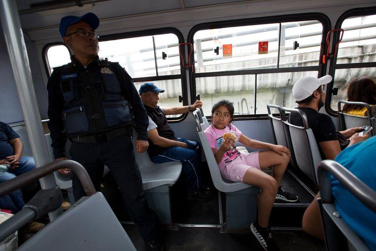 De Mexicaanse overheid laat sinds kort agenten meereizen op risicovolle buslijnen.