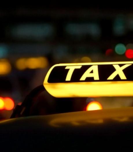 Taxichauffeur mishandeld en bestolen in Arnhem