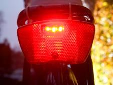 Honderden fietslampjes voor leerlingen: 'zet je licht aan'
