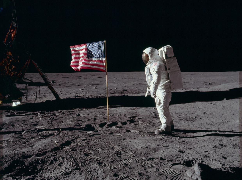 'Wij wisten niet zeker of de maanbodem Neil Armstrong zou houden', vertelt Laurence Young, die vanaf 1962 bij het Apollo-project was betrokken.