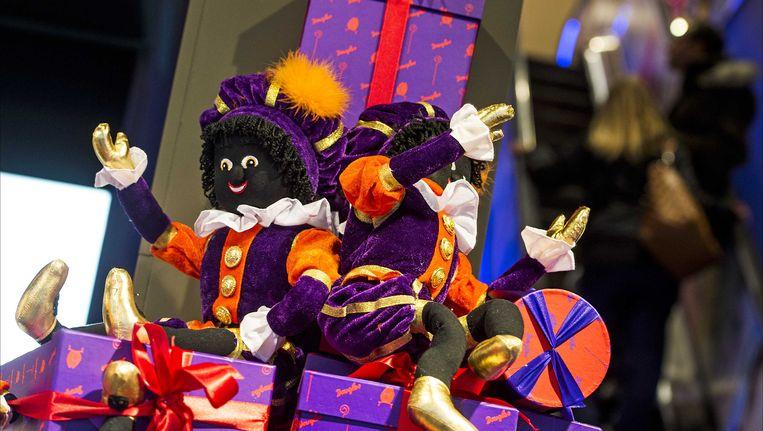 Zwarte Piet-popjes in een Nederlandse etalage.