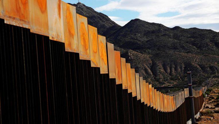 Op sommige delen van de grens staat al een muur, zoals hier in New Mexico. Beeld reuters