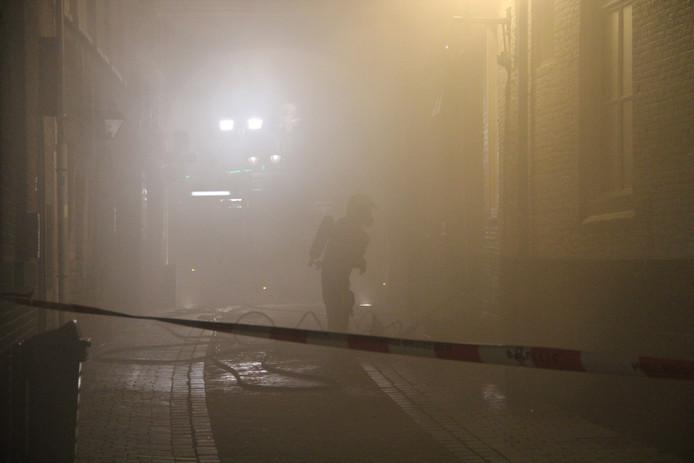Rond het hotel hingen dichte rookwolken. foto Tom Hayes