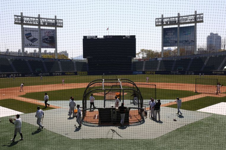 Een honkbalwedstrijd in Seoul.  Beeld Getty Images