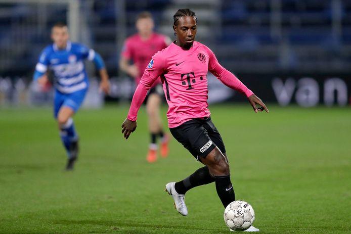 Eljero Elia in actie tegen PEC Zwolle.