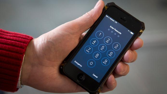 Een iPhone die door de gebruiker is beschermd met een wachtwoord.