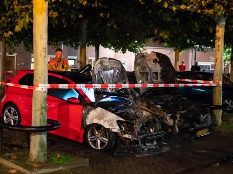 Dubbele autobrand in Deventer: teller nu op zeven in één maand