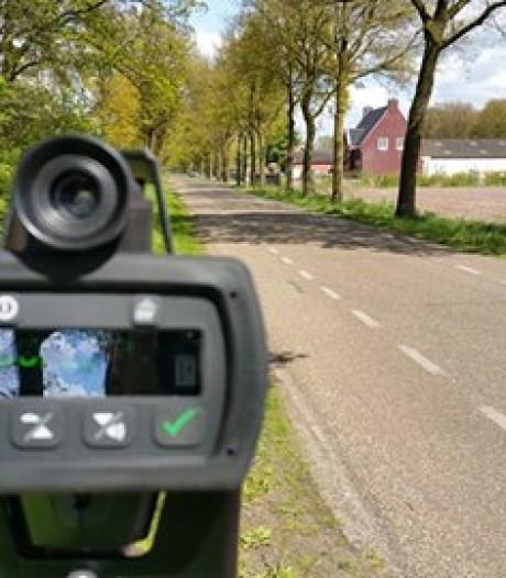 Voor bijna 1.000 euro boetes voor bellen achter het stuur in Heusden