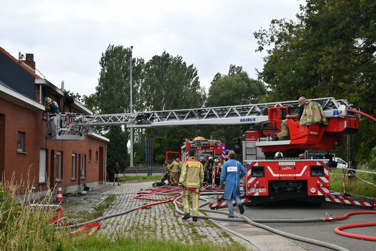 RUMST - De brand richtte heel wat ravage aan in de woning. De woning werd onbewoonbaar verklaard.